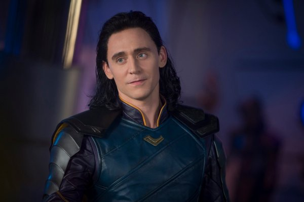 tom-hiddleston-thor-ragnarok190013943252696690.jpg